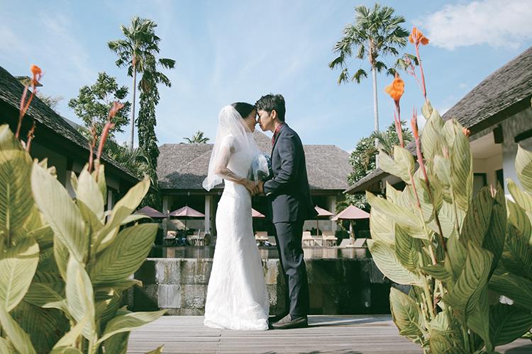 발리에서 열린 한국인 신랑신부의 로맨틱 웨딩::웨딩스토리,인더스트리얼,프로포즈,베뉴,식장,드레스,청첩장,결혼,결혼식,신부,웨딩,브라이드,엘르 브라이드,엘르,elle.co.kr::