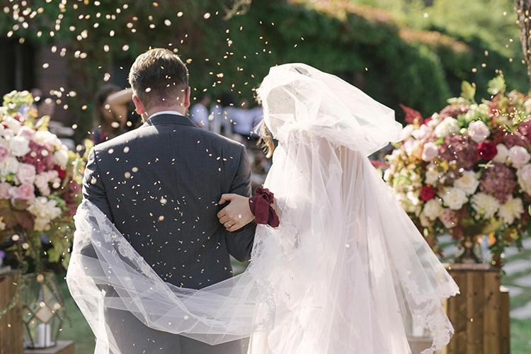 모든 것이 풍요로운 가을, 결혼을 했다::가을결혼식,야외결혼식,웨딩스타일,컨셉,스토리,웨딩스토리,해외결혼식,특별한결혼식,결혼,결혼식,신부,웨딩,브라이드,엘르 브라이드,엘르,elle.co.kr::