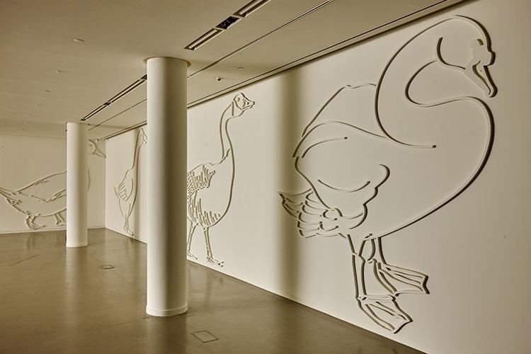 작가는 작품으로 이야기한다. 아뜰리에 에르메스에서 열린 김민애 작가의 전시 <기러기>가 던진 메시지는 '미술은 무엇인가'다