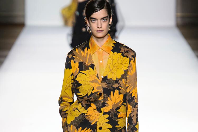 화려한 꽃의 향연, 봄을 일깨우는 <식물도감> 런웨이 ::모네, 지베르니, 꽃, 봄시즌, 마이크로나노백, Coach, Dolce&Gabbana, Dior, 플라워프린트, LouisVuitton, 엘르, elle.co.kr::