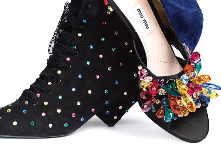 주얼 장식이 가득한 '보석 신발'이 키 아이템으로 등극했다::주얼,보석,스팽글,스톤,슈즈,뮬,첼시슈즈,슈즈,액세서리,엘르,elle.co.kr::