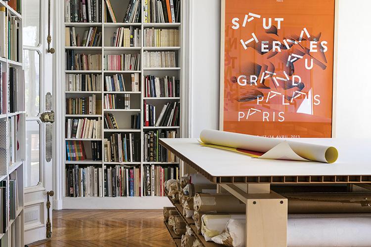 그래픽 디자이너 필리프 아펠루아는 집에서 일하기를 좋아한다::필리프 아펠루아,디자이너,그래픽디자이너,인테리어,하우스,포스터,디자인,타이포,엘르,elle.co.kr::