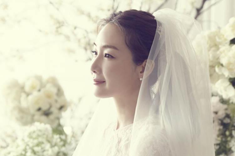 드레스부터 주얼리까지, 그녀의 모든 것이 궁금하다! ::최지우, 비밀, 결혼식, 웨딩, 데이, 드레스, 이어링, 시그니엘 호텔, 패션, 스타일, 엘르, elle.co.kr::