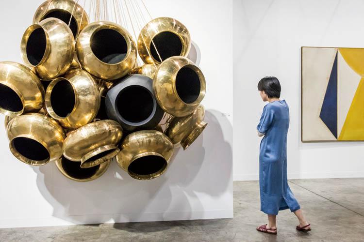 올해 홍콩은 세계 미술 시장의 '대세'임을 분명히 확인시켜 줬다 ::가고시안, 무라카미다카시, 쩡판즈, 전시장, 전시, 굽타, 아라리오갤러리, 갤러리, 설치작품, 김구림, 갈라포라스킴, 커먼웰스&카운실, 아트페어, 엘르, elle.co.kr::