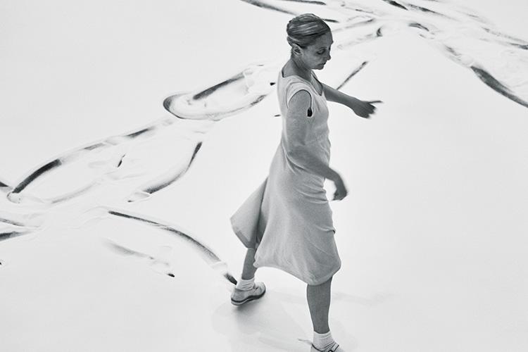 현대무용의 거점을 뉴욕에서 유럽으로 옮긴 그녀가 서울을 찾았다::안느,현대무용,파제,안느테레사,안무가,안무,공연,인터뷰,국립현대미술관,다원예술,무용,춤,예술가,무용수,엘르,elle.co.kr::