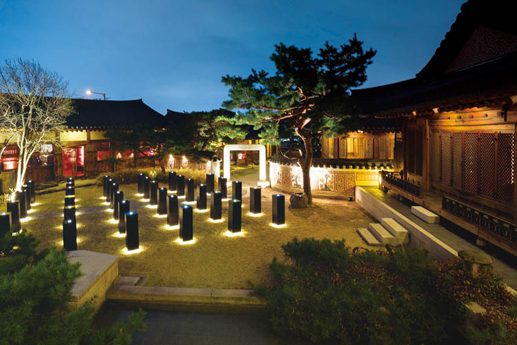 서울을 찾은 알랭 뒤카스와 돔 페리뇽 P2 2000이 만났다 ::알랭뒤카스, 샴페인, 한국가구박물관, 돔페리뇽, 엘르, elle.co.kr::