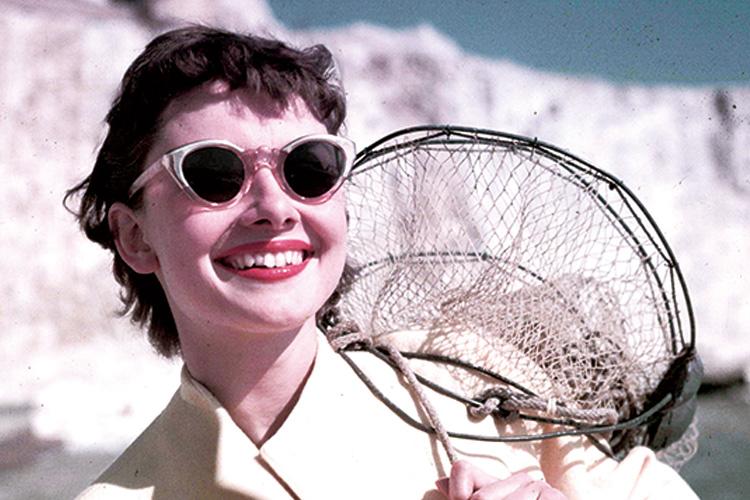 뜨거운 햇빛과 무례한 시선을 피하기 위한 선글라스::선글라스,썬글라스,아카이브,사진,포토,액세서리,엘르,elle.co.kr::