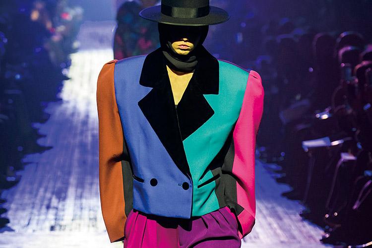 화려하고 글래머러스한 스타일의 여인이 돌아왔다::80년대,디스코,네온,패턴,화려함,글래머러스,파워숄더,미니스커트,라텍스부츠,패션,트렌드,엘르,elle.co.kr::