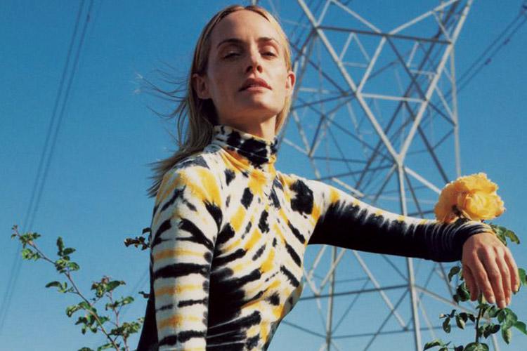 한 시대를 풍미했던 반가운 '언니 모델'들이 새 시즌 광고 캠페인의 주인공으로 등장해 농염한 매력을 뽐냈다::모델,탑모델,지젤번천,앰버발레타,밀라요보비치,광고캠페인,패션,엘르,elle.co.kr::