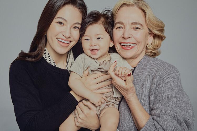 한국 남자와 사랑에 빠진 파란 눈의 마틴 프로스트 교수와 어머니처럼 한국 남자를 만나 결혼한 올리비아::여성,모녀,뷰티,가족,뷰티화보,엘르,elle.co.kr