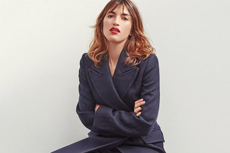 패션 브랜드 루주의 잔 다마, 파리 외곽에 있는 그녀의 스튜디오에서 포착한 일상과 패션::잔 다마, 루주, 프랑스, 파리, 프렌치시크, 프렌치, 패션, 엘르, elle.co.kr::