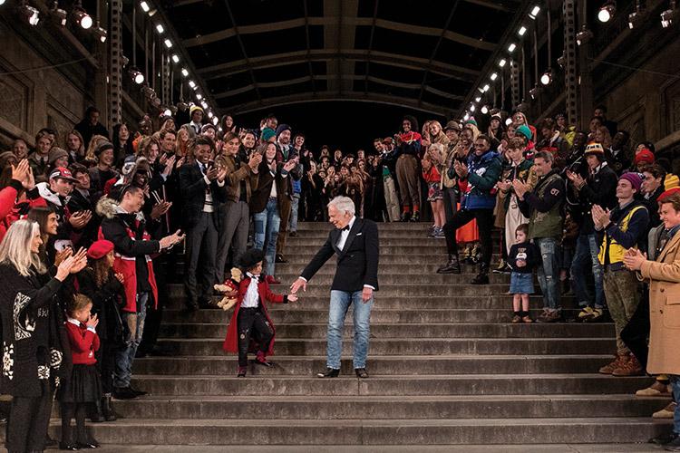 미국의 아이콘 랄프 로렌의 창립 50주년을 축하하는 그 순간 마저 역사적이었던 랄프 로렌의 50주년 기념 스페셜 런웨이::랄프 로렌, RALPH LAUREN, 미국, 50주년, 패션, 엘르, elle.co.kr::