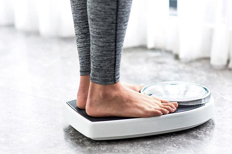 아직도 체중계 위 숫자를 가지고 뚱뚱하다고 판단한다면 주목. 진짜 건강을 나타내는 지표들. ::건강, 다이어트, 헬스, 체중, 적정체중, 표준체중, 체지방, 다이어트방법, fitness, workout, diet, health, elle, elle.co.kr::