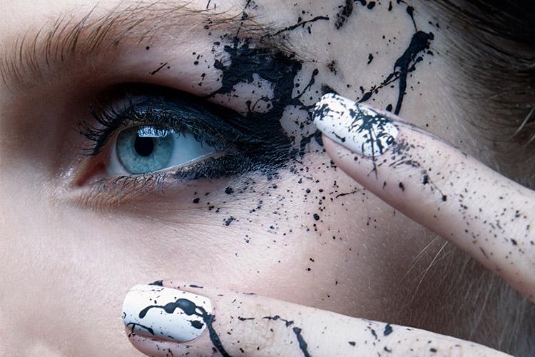 블랙과 화이트, 심플한 컬러로 가장 패셔너블한 네일을 완성했다 ::네일, 네일아트, 진순최, 진순, 블랙, 화이트, 심플, 심플네일, 네일추천, nail, nailart, art, beauty, color, jinsoon, elle, elle.co.kr::