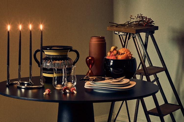 촛대와 조명, 몇 가지 소품으로 완성하는 따뜻한 크리스마스 테이블::인테리어, 데코, 크리스마스, 테이블 데코레이션, 데코레이션, 촛대, 조명, 소품, 라이프, 라이프 스타일, 엘르, elle.co.kr::