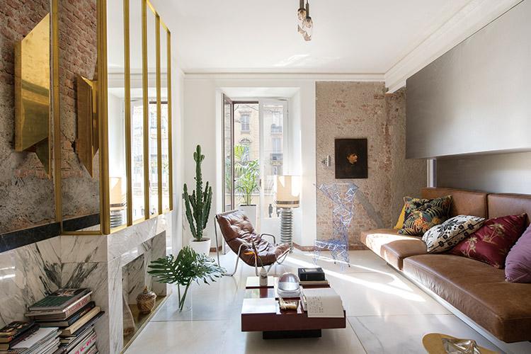 밀란에 사는 디자이너 커플의 작은 천국, 이들의 집에서 좁은 공간을 넓게 T는 예술적인 공간 활용 방법을 엿봤다::인테리어, 작은집, 좁은 공간, 공간 활용, 좁은 공간 활용법, 홈, 하우스, 홈 스타일링, 라이프, 라이프 스타일, 엘르, elle.co.kr::