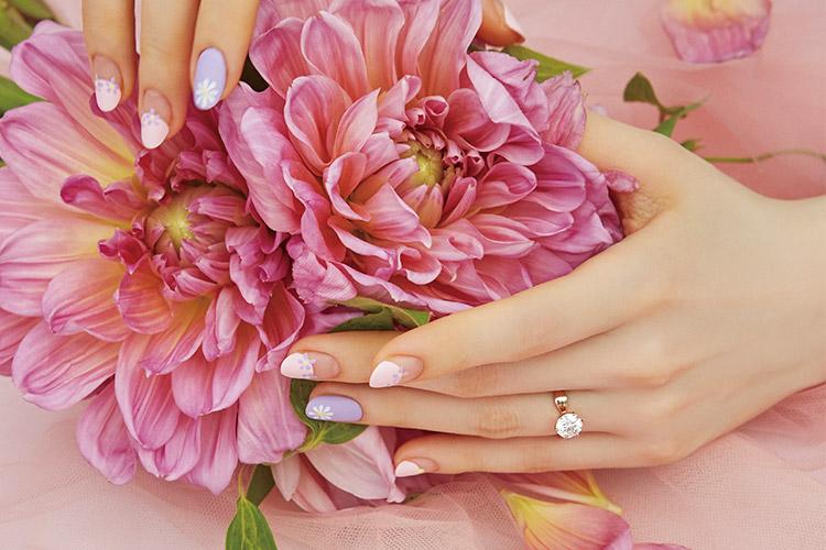 결혼하는 날, 그 순간을 더욱 아름답게 빛낼 신부의 네일::네일,웨딩네일,뷰티,결혼,뷰티,네일케어,결혼,결혼식,신부,웨딩,브라이드,엘르 브라이드,엘르,elle.co.kr::