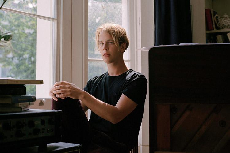 마음을 쓰다듬는 목소리의 두 뮤지션, 줄리언 베이커와 톰 오델이 한국을 찾는다::줄리언 베이커,톰 오델,뮤지션,내한공연,내한,엘르,elle.co.kr::