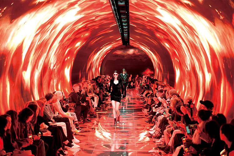 런웨이 무대는 디자이너의 또 다른 창작 공간이다. 예술가들의 지상 낙원과도 같은 런웨이를 장식한 디자이너는?::패션위크, 런웨이, 런웨이 무대, 디자이너, 예술, 패션, 엘르, elle.co.kr::