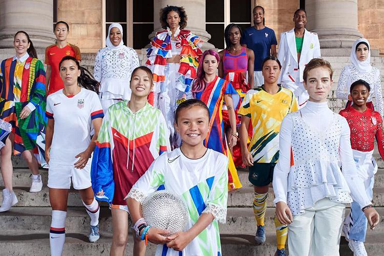 전세계가 한 자리에서 놀랐다. 나이키가 선보인 2019년 우먼 컬렉션은 철저히 여성을 분석하고 여성을 위해 만든 제품들이다. 이제, 스포츠 문화의 중심에 여성이 있다::나이키, 나이키우먼, 운동복, 스포츠, 레깅스, 스포츠브라, 여자축구, 월드컵, 축구, 저지, 나이키 저지, 스니커즈, 나이키 운동화, 에어맥스, 플라이니트, 베이퍼맥스, 줌X, nike, 지소연, 장슬기, 축구::