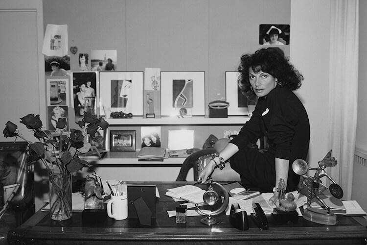 자유롭고 강인하고 명랑한 여성의 모습을 창조해 온 여성 디자이너들이 입 모아 한 이야기. 오직 자신을 위해 입으라!::여성,아카이브,여성디자이너,디자이너스토리,엘르,elle.co.kr::
