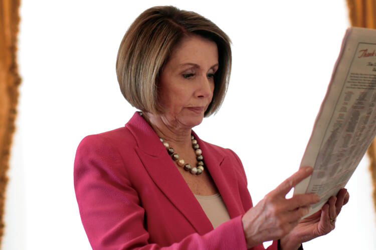 미국에서 가장 강력한 여성의 놀라운 복귀, 올해 1월 미국 하원의장으로 다시 선출된 낸시 펠로시에게 수여된 헤드라인이다::낸시 펠로시,여성,미국 하원의장,인터뷰,엘르,elle.co.kr::