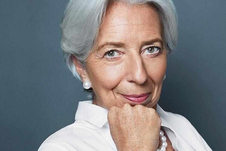 """""""""""절대 자신의 욕망을 포기하지 마세요."""" 백발이 빛나는 이 담대한 여성을 막을 것은 아무것도 없다. 크리스틴 라가르드 IMF 총재가 깊은 통찰력으로 전 세계 여성에게 전하는 영감 어린 메시지. """"::크리스틴라가르드,IMF총재,여성,인터뷰,커리어,엘르,elle.co.kr::"""